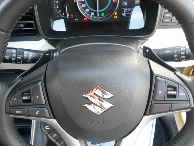 マニュアル感覚の運転を楽しめる パドルシフトを装備しています。