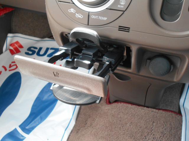 運転席・助手席間にドリンクホルダーを装備しています。