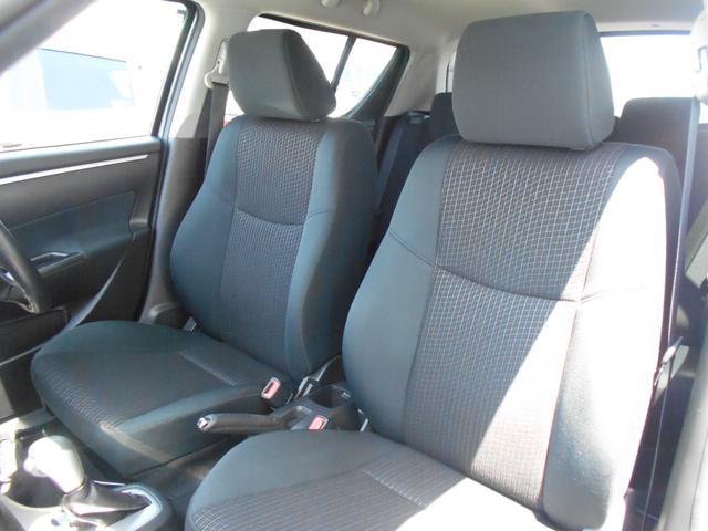 ホールド性の高いフロントシート。長時間の運転でも疲れにくくなっております。