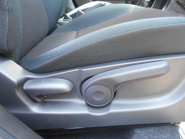 運転席は、シートスライド&リフター付。お好みのポジションに設定可能です。