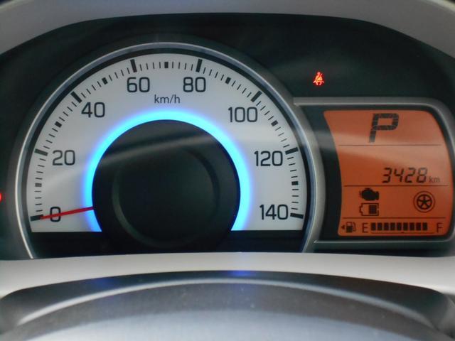 燃費効率がいい状態になると証明が青から緑に変化。エコドライブを実感できます。