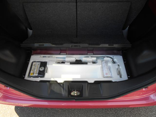 ジャッキ工具やパンク修理剤は後部トランク下にございます!