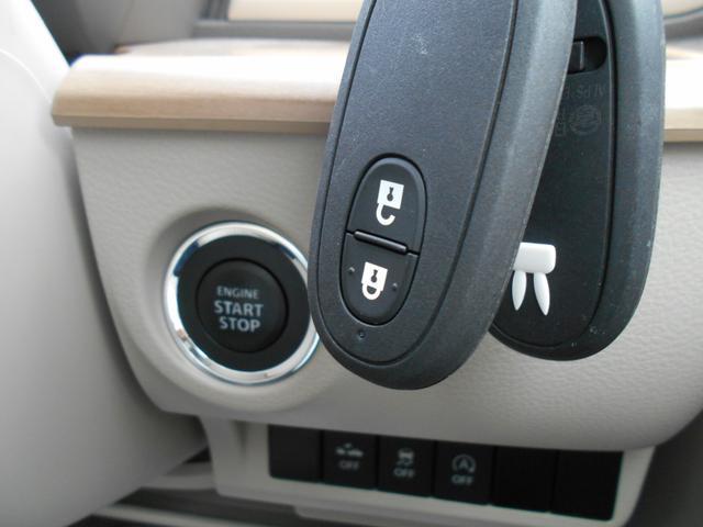 キーレスで鍵の施錠、解錠やエンジンをかけることができます!鍵をわざわざ取り出さなくていいので便利です♪