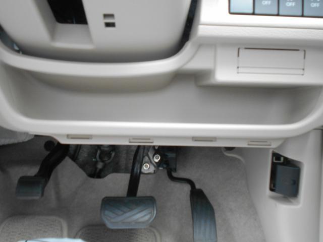 運転席側にインパネアンダートレイがあり、財布やスマホを置いておくとすぐに取り出せますね!