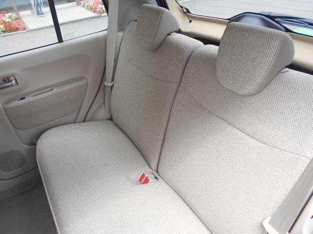 前席後席ともにベンチシートなので、ドライブ中でもゆったり過ごせます。