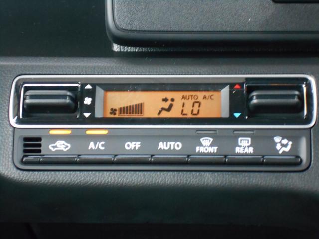 フルオートエアコンが自動で車内を適温に保ってくれます。