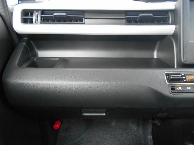 助手席前には収納ボックスの他に、オープントレーやドリンクホルダーがあります。車内を快適に過ごせそうですね!