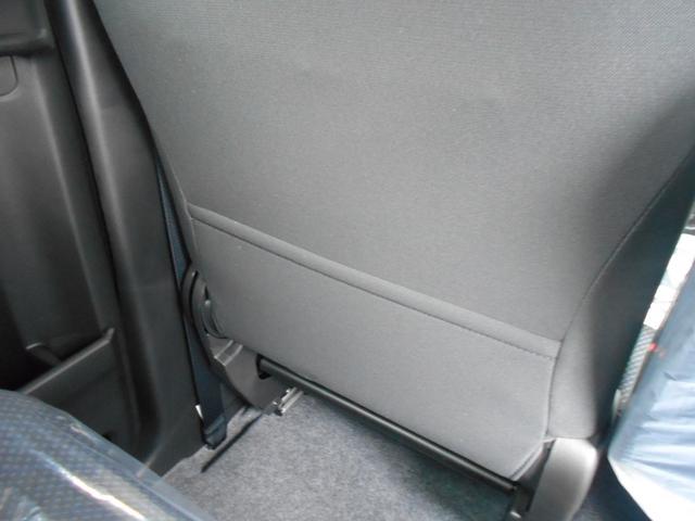 後席左には雑誌などを入れるのにピッタリな収納ポケット付き。