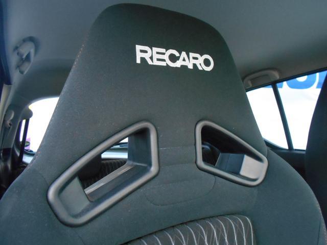 純正RECAROのシートは人間工学に基づいて設計された快適性の高いシートです。