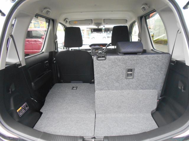リヤシートを片側倒すと、長い荷物を積むことができます♪