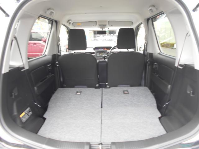 リヤシートを両側倒せばご覧のとおり!!これなら大きい荷物もタップリ積みこめますよ!!