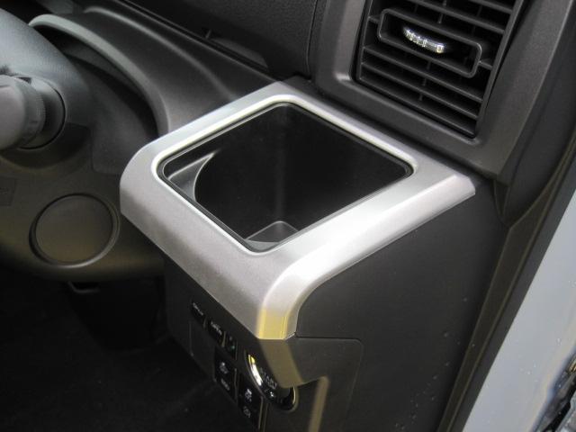 品質には自信があります!ハッピーの品質・キレイなお車をお届けさせていただきたい!そんな気持ちでキレイに仕上げております。フロアマットなどの清掃はもちろん、シート下なども徹底的に清掃しております。
