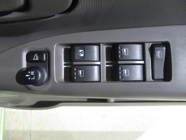 電動格納ドアミラーを装備しています☆ドアミラーの鏡面の調整と折りたたみを電動で車内から電動で行うことが可能です(*^_^*)