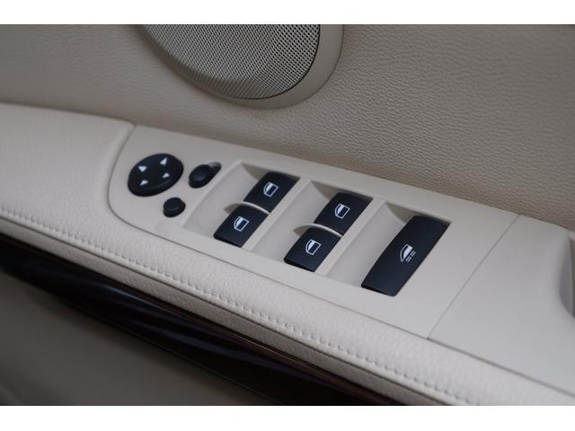 大きめのスイッチで使いやすい、ウインドー開閉&ミラー調整スイッチ!!
