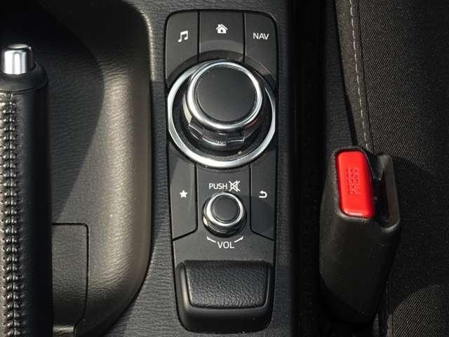 マツダコネクトは手元のダイヤルで操作が可能。慣れれば簡単に操作できますよ!