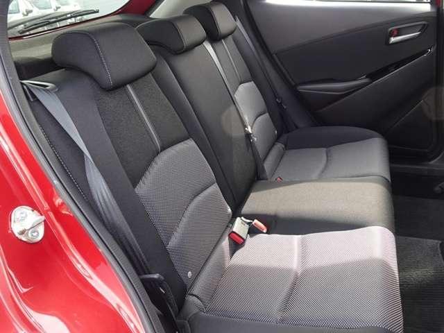 リアシートは大人もしっかりと座れるスペースを確保