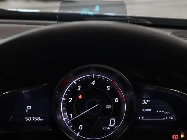 アクティブドライビングディスプレー 視線の移動を少なくナビの情報や車速を確認することができます。