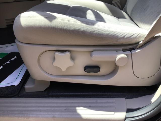 運転席シート前後は電動です