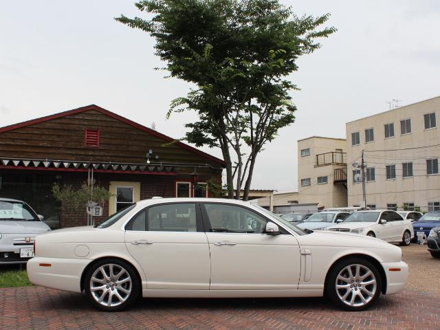 英国車ならではの気品のあるデザイン、走りもさることながら、見た目でも楽しめる1台です!