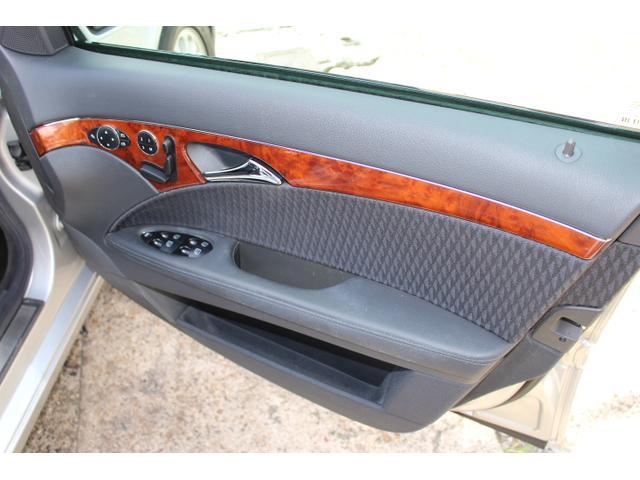E240ステーションワゴン ワンオーナー 禁煙車 記録簿 アルパインナビ地デジ リア2モニター バックカメラ ルーフキャリア ロングバスケットカーゴ(28枚目)