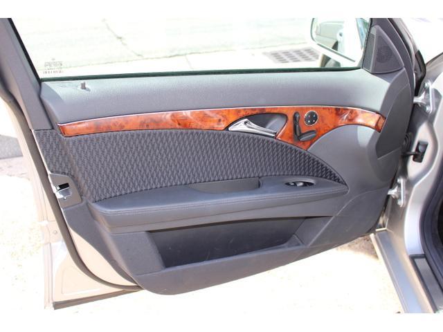 E240ステーションワゴン ワンオーナー 禁煙車 記録簿 アルパインナビ地デジ リア2モニター バックカメラ ルーフキャリア ロングバスケットカーゴ(31枚目)