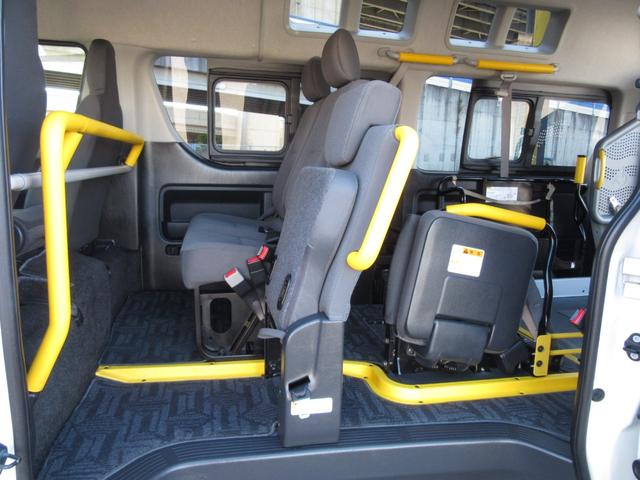 6AT 福祉車両ウェルキャブBタイプ 車イス2台固定 10人乗 検R5年3月迄 サンルーフ 電動Sステップ 電動リフト バックカメラ キーレス 新車保証書付(21枚目)