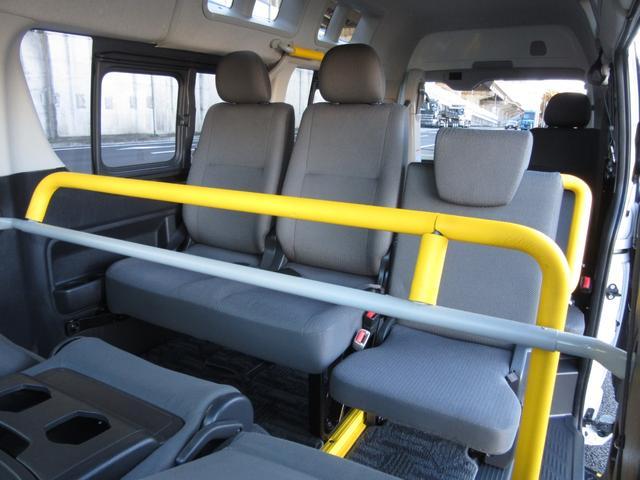6AT 福祉車両ウェルキャブBタイプ 車イス2台固定 10人乗 検R5年3月迄 サンルーフ 電動Sステップ 電動リフト バックカメラ キーレス 新車保証書付(24枚目)