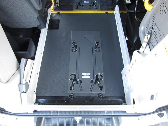6AT 福祉車両ウェルキャブBタイプ 車イス2台固定 10人乗 検R5年3月迄 サンルーフ 電動Sステップ 電動リフト バックカメラ キーレス 新車保証書付(31枚目)
