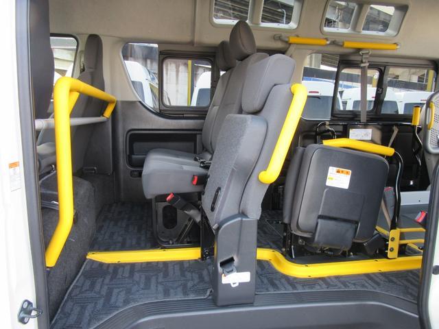 6AT 福祉車両ウェルキャブBタイプ 車イス2台固定 10人乗 サンルーフ 電動Sステップ 電動リフト バックカメラ キーレス 事業用登録可(21枚目)