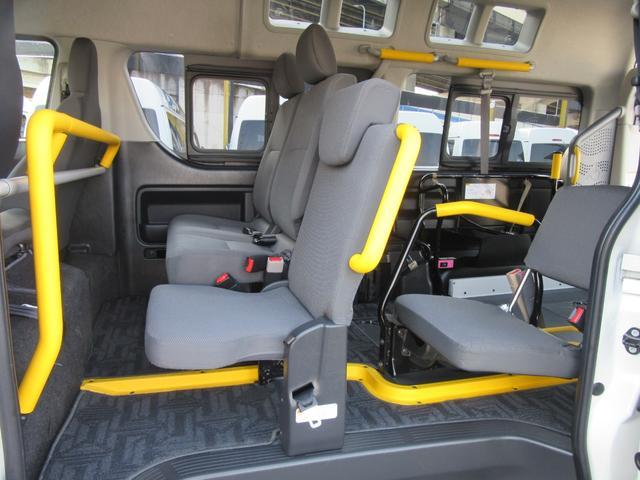 6AT 福祉車両ウェルキャブBタイプ 車イス2台固定 10人乗 サンルーフ 電動Sステップ 電動リフト バックカメラ キーレス 事業用登録可(22枚目)