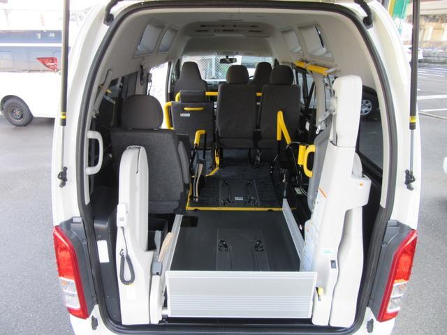6AT 福祉車両ウェルキャブBタイプ 車イス2台固定 10人乗 サンルーフ 電動Sステップ 電動リフト バックカメラ キーレス 事業用登録可(28枚目)