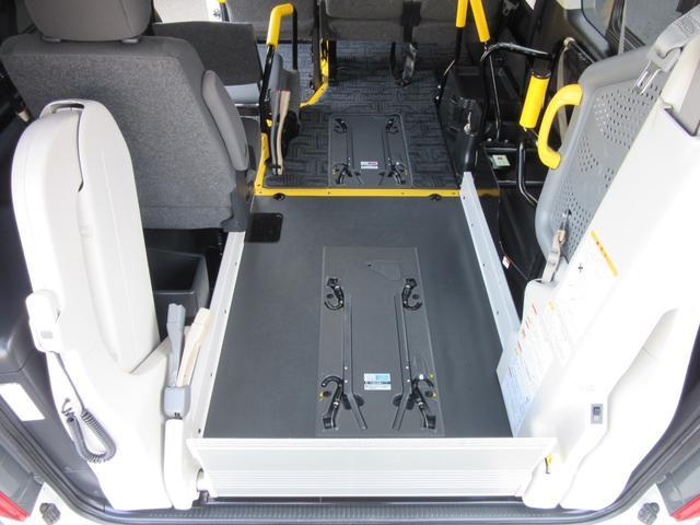 6AT 福祉車両ウェルキャブBタイプ 車イス2台固定 10人乗 サンルーフ 電動Sステップ 電動リフト バックカメラ キーレス 事業用登録可(29枚目)