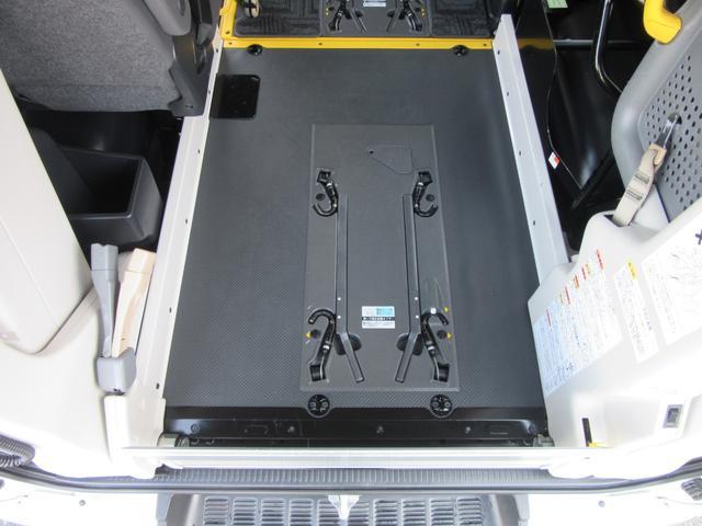 6AT 福祉車両ウェルキャブBタイプ 車イス2台固定 10人乗 サンルーフ 電動Sステップ 電動リフト バックカメラ キーレス 事業用登録可(31枚目)