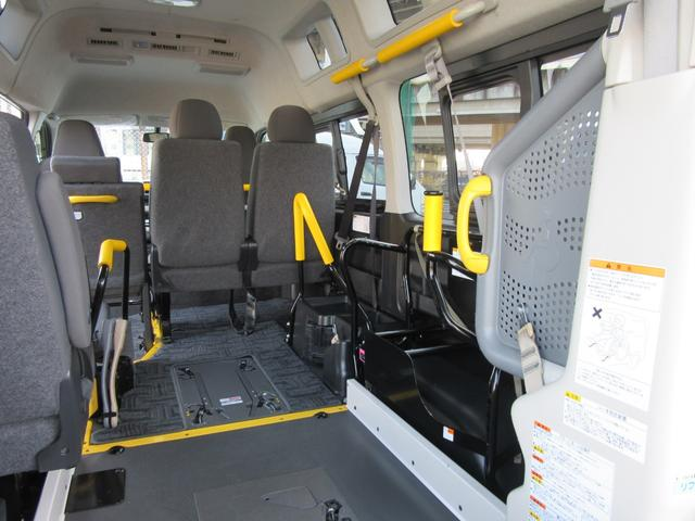 6AT 福祉車両ウェルキャブBタイプ 車イス2台固定 10人乗 サンルーフ 電動Sステップ 電動リフト バックカメラ キーレス 事業用登録可(33枚目)