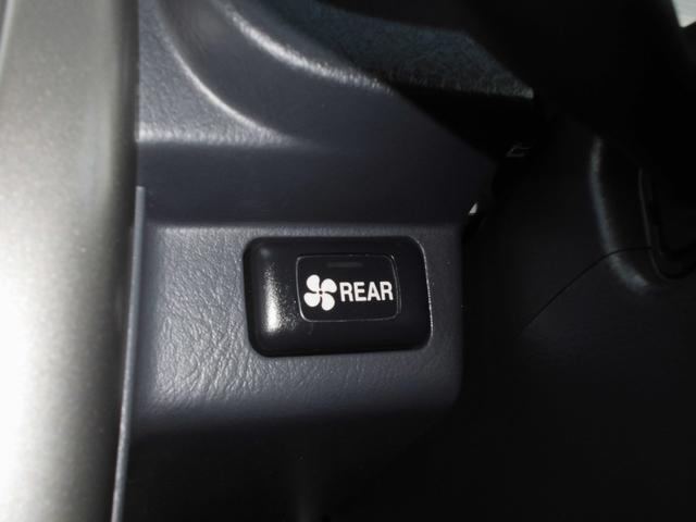 M 4WD禁煙車リアヒーター5速MTナビ地デジDVD再生(18枚目)