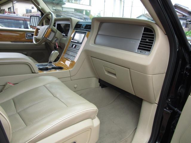 「リンカーン」「リンカーン ナビゲーター」「SUV・クロカン」「滋賀県」の中古車19
