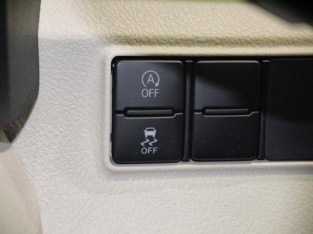 アイドリングストップのオンオフ切り替えスイッチと横滑り防止装置のスイッチが付いています。
