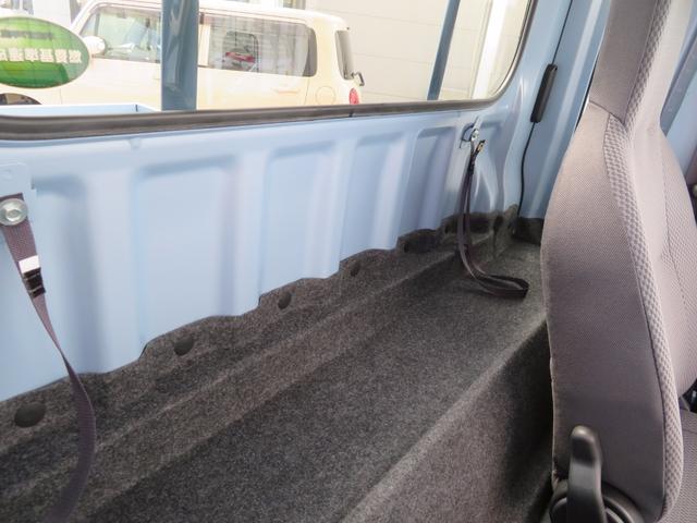 座席の後ろのスペースも有効活用!
