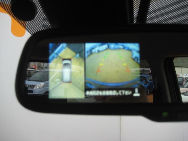 パノラマモニターとバックカメラはルームミラーのところに映ります!