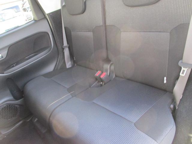 後部座席もゆったり乗れます。