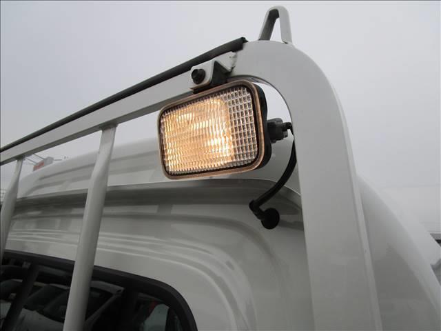 経過年数15年、120,000kmまでの中古車については、1年間の当社部品保証完備!
