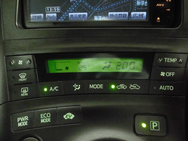インパネ周りにはエアコンボタン・安全装置ボタン等いろいろボタンがあります!来て、見て、触ってください!詳しい操作はスタッフにお尋ねしてください!