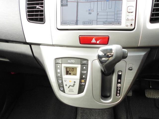 インパネシフトで、オートエアコンのお車です。冷房、暖房よく効いています。