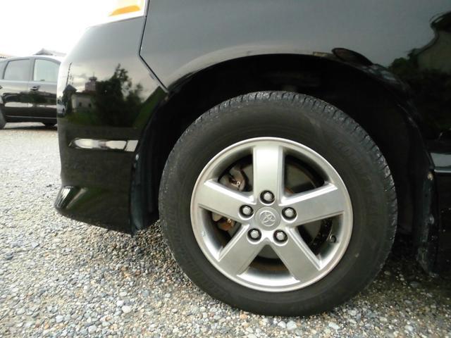 純正アルミ付きです。有償にて新品バッテリー、新品タイヤに交換することもできます。ご相談ください!