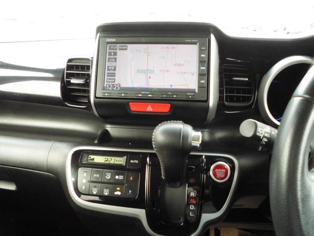 シフトはインパネシフト。オートエアコンのお車です。冷房、暖房ともによく効いています。