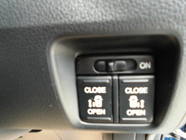 電動スライドドアは中からもスイッチ一つで会開閉可能です。