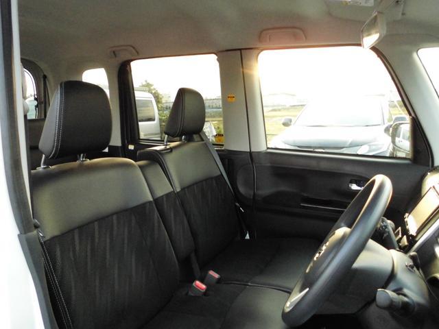 運転席も助手席も広々しています。内装キレイですよ♪運転席側はシートヒーター付きです(^^)