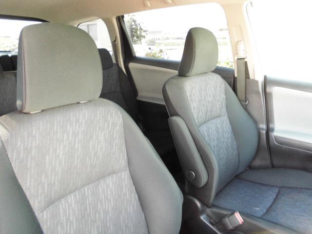 運転席、助手席ともにキレイな状態です。ブラック&グレーの2色使いのシートです。内装も綺麗です。