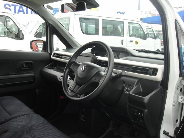 運転席内装!広いガラスエリアで運転しやすい!