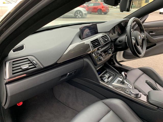 M4クーペ アダプティブMサスペンション 19インチ鍛造アルミホイール トランクスポイラー レーンキープウォーニング ヘッドアップディスプレイ 令和3年度分の自動車税は含まれています。(11枚目)